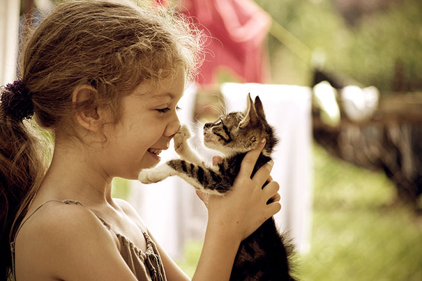 kids-with-cats-37__605
