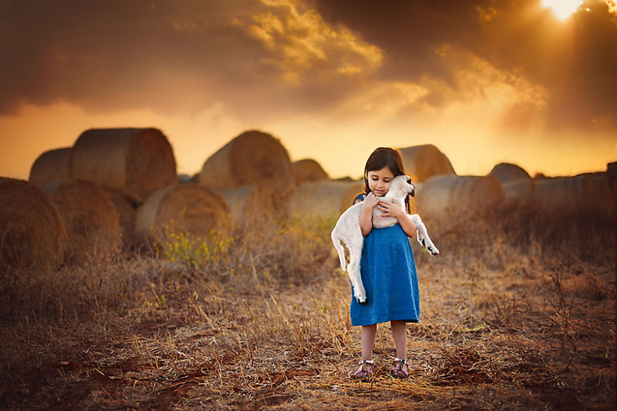 photographers-from-all-over-the-world-capture-amazing-photos-of-children-and-animals-17__880