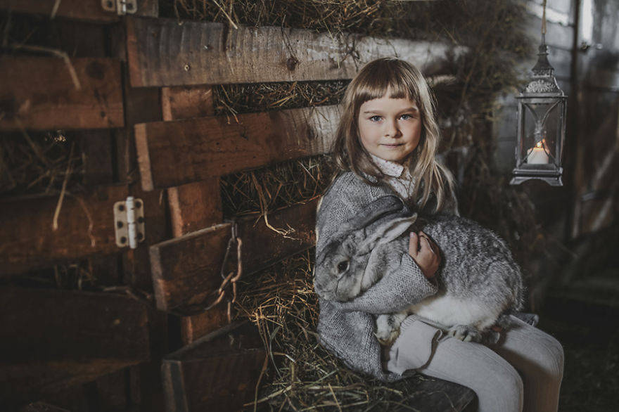 photographers-from-all-over-the-world-capture-amazing-photos-of-children-and-animals-26__880