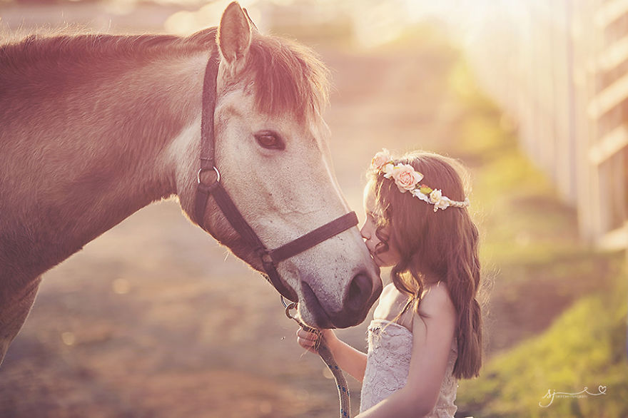 photographers-from-all-over-the-world-capture-amazing-photos-of-children-and-animals-36__880