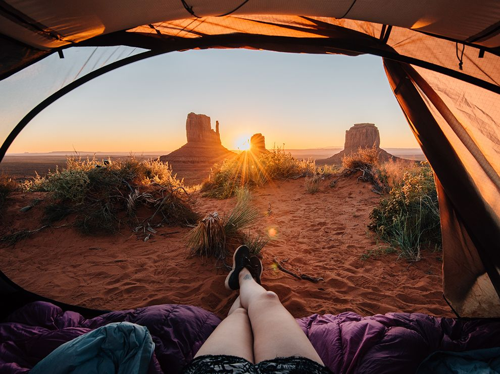 monument-valley-camper_95122_990x742-1