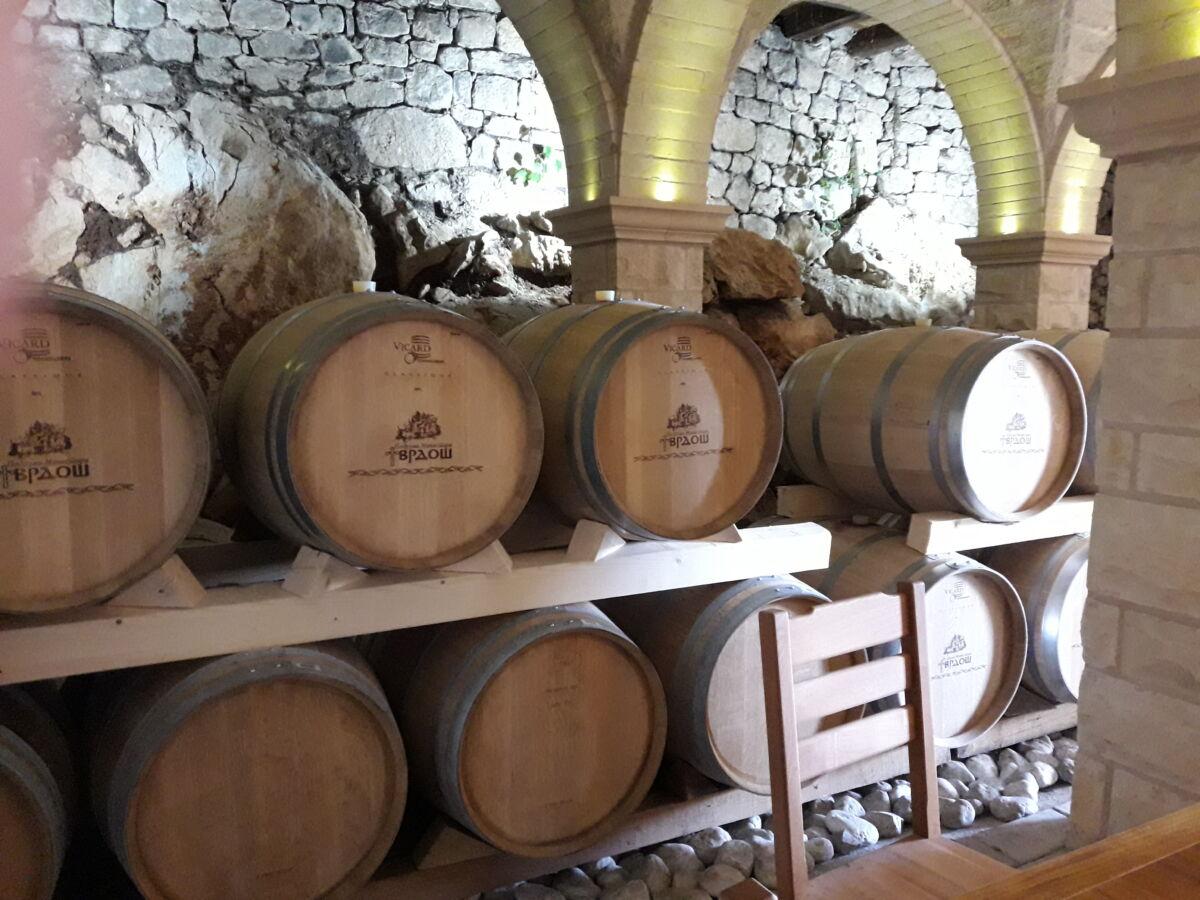 Требинье, монастырь, виноделия