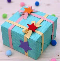 любит дарить подарки, и упаковка их приносит еще больше удольствия